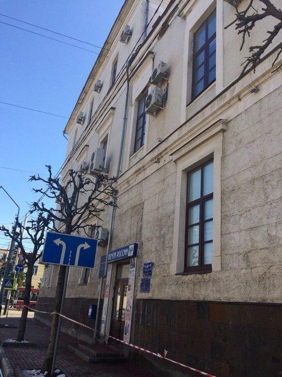 Со здания почтамта в центре Тамбова отваливается каменная кладка