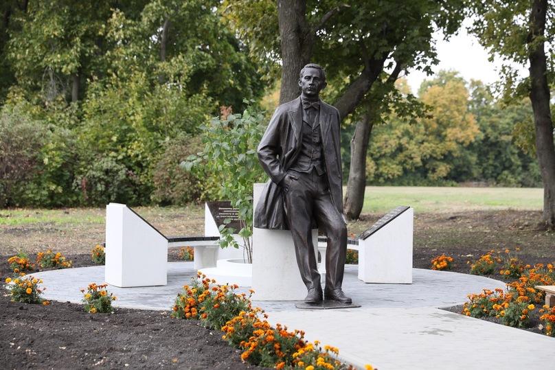 Вмузее-усадьбе «Ивановка» открыли новый монумент Сергею Рахманинову