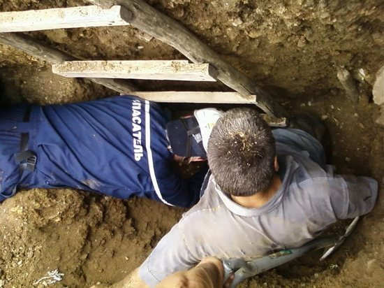 На стройке в Тамбове рабочего засыпало землей, он погиб