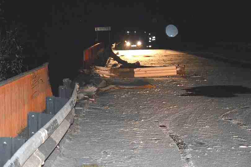 ВСосновском районе грузовой автомобиль упал смоста: шофёр умер