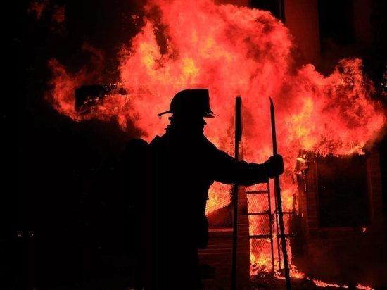 ВТамбове cотрудники экстренных служб помогли выбраться изгорящего дома семье изчетырех человек
