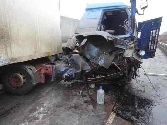 В Тамбовской области водитель грузовика врезался в ограждение моста
