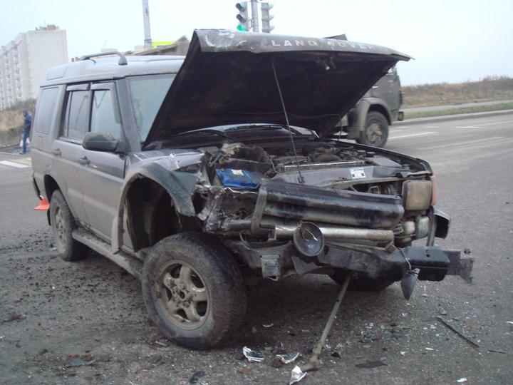 ВТамбове столкнулись «Лада» и вседорожный автомобиль: пострадала девушка