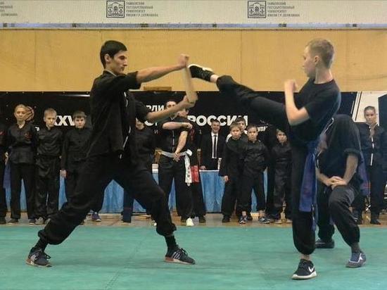 На фестивале боевых искусств в Тамбове разбивали кулаками бетонные блоки и кирпичи