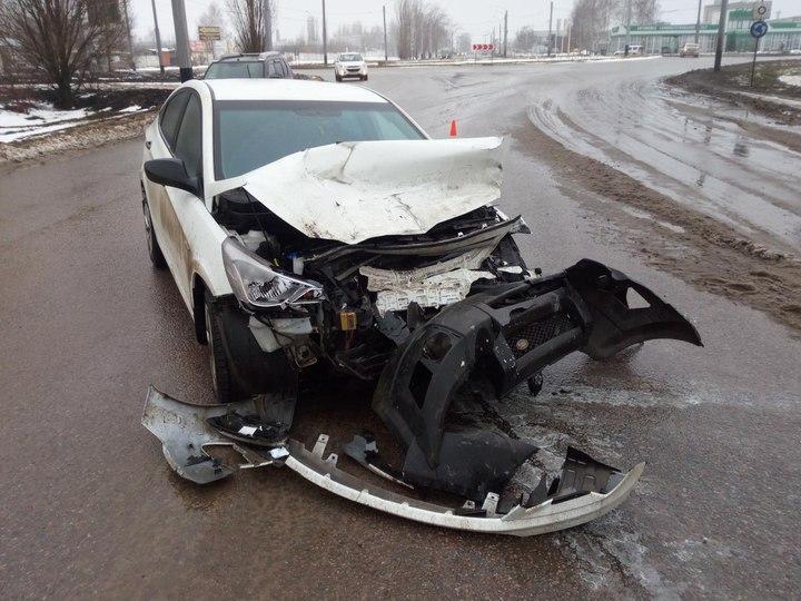 Вобластном центре влобовом столкновении пострадал шофёр «Hyundai Solaris»