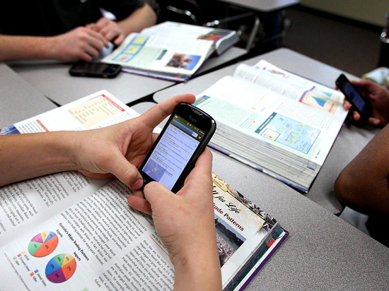 Тамбовские школьники смогут пользоваться смартфонами во время уроков