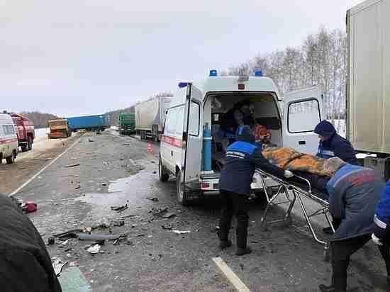ВТамбовской области «ГАЗель» протаранила большегруз: один человек умер